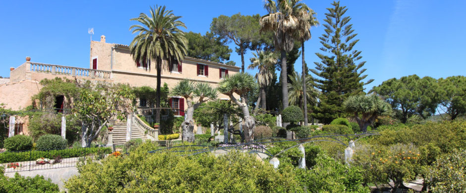 Exceptional historic property near Montuiri with pool and a huge plot