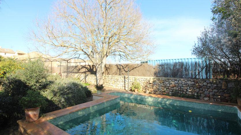 Alquiler casa de pueblo con piscina y jardín