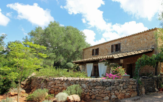Algaida Mallorca stone facade finca with guest house and pool